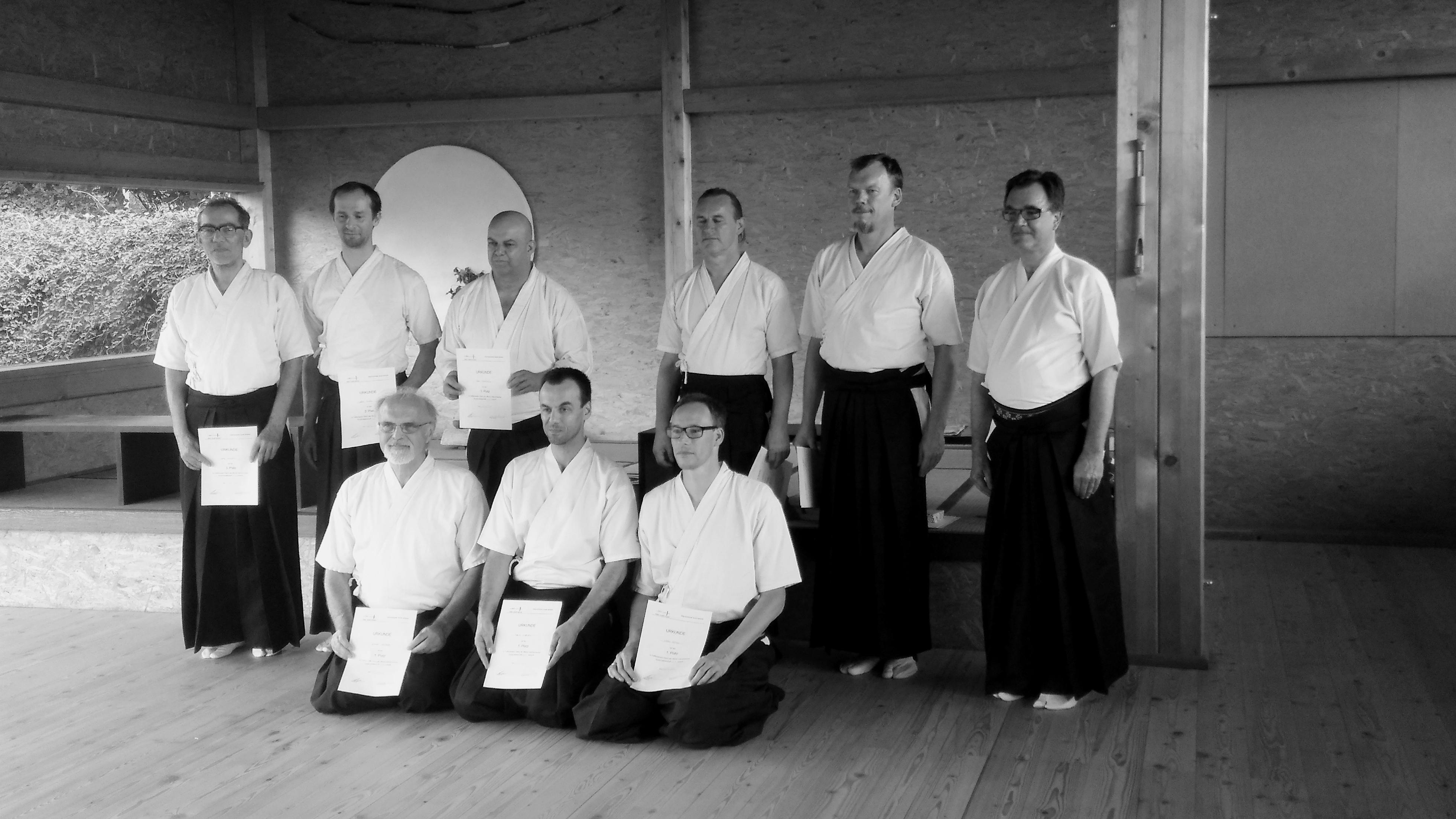 rechts stehend: Team Momiji 1 links stehend: Team Seishin sitzend: Team Melange